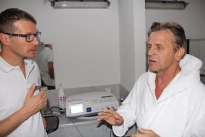 Dr. Carioni (rsponsabile del Centro di Fisioterapia) con M. Baryshnikov.